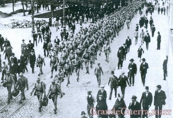 O desfile das tropas expedicionárias pela Avenida da Liberdade (Colecção particular)