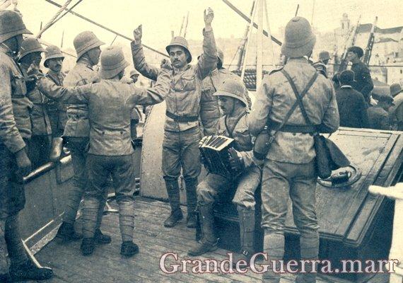 Expedicionários divertindo-se a bordo de um navio (Colecção particular)