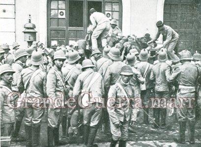 Militares de Cavalaria N.º 10. Observe o chapéu-capacete com a cimeira em bico (Colecção particular)