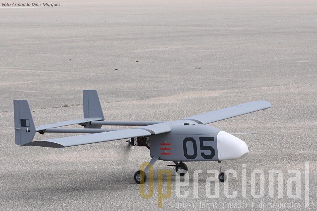 Estava planeado um voo em que não seria testada, por exemplo, a recolha de imagens (o que já tem diso feito), mas sim a operação simulada com outros UAV.