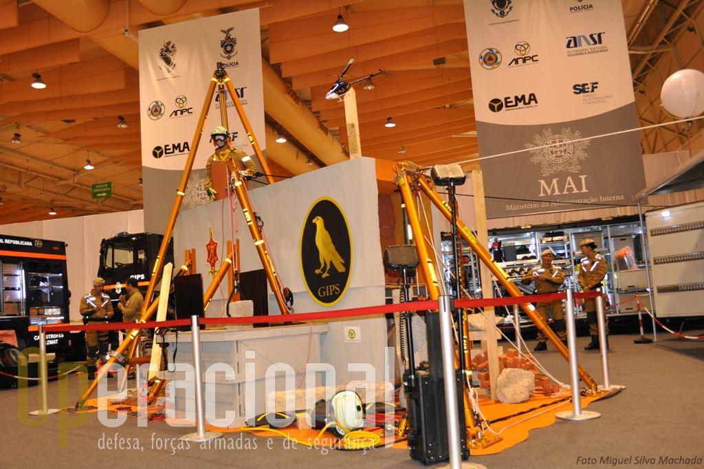 A área do Grupo de Intervenção de Protecção e Socorro (GIPS) da GNR apresentava materiais da valência Busca e Resgate em Estruturas Colapsadas (USARBREC)...
