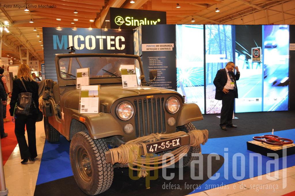 """Esta firma que representa vários equipamentos militares """"de ponta"""", optou por apresentar em Lisboa um clássico, o Jeep CJ 6."""