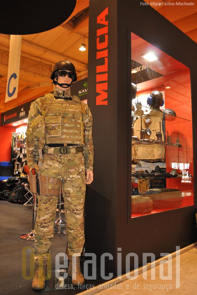 """A """"Milicia"""" uma das poucas firmas fornecedoras das Forças Armadas que esteve no SEGUREX, apresentou o uniforme camuflado """"Multicam"""" que previsivelmente irá equipar alguns dos militares portugueses que servem no exterior."""