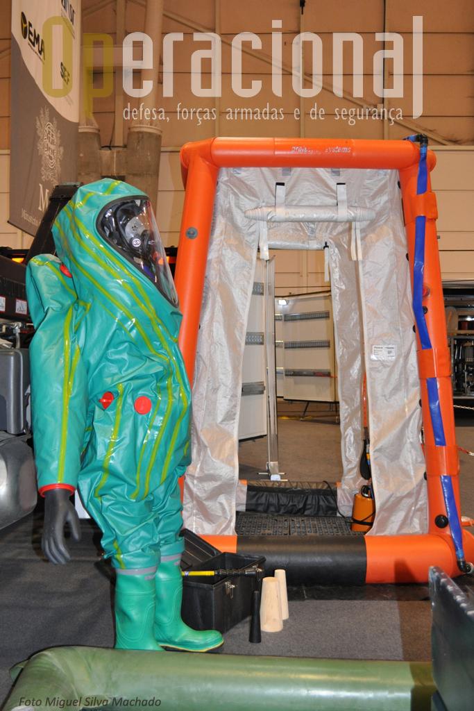 ...e também da Matérias Perigosas (HAZMAT/MT), na qual o pessoal está habilitado e equipado para trabalar em ambiente NRBQ (Nuclear, Radiológico, Biológico e Quimico).