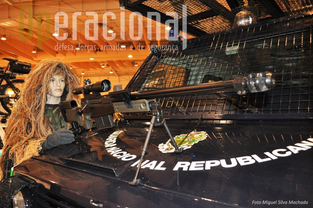 """As operações especiais da GNR já dispõem de espingardas sniper """"anti-material"""". Na foto a AW 50, calibre .50."""