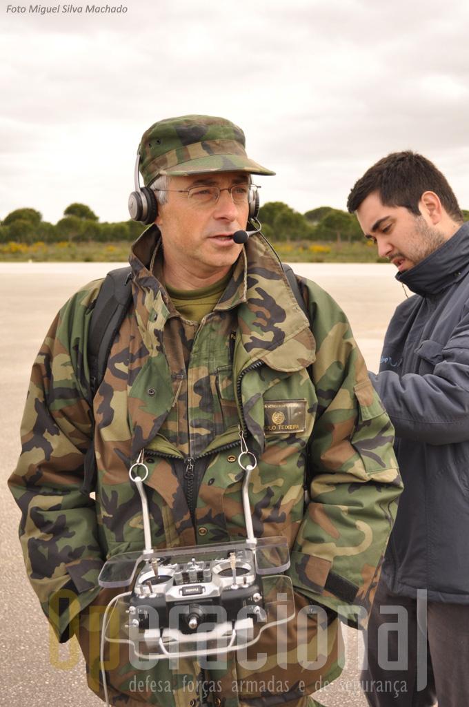"""O Sargento- Ajudante Paulo Teixeira, """"piloto operacional"""" está pronto para conduzir mais uma descolagem manual."""