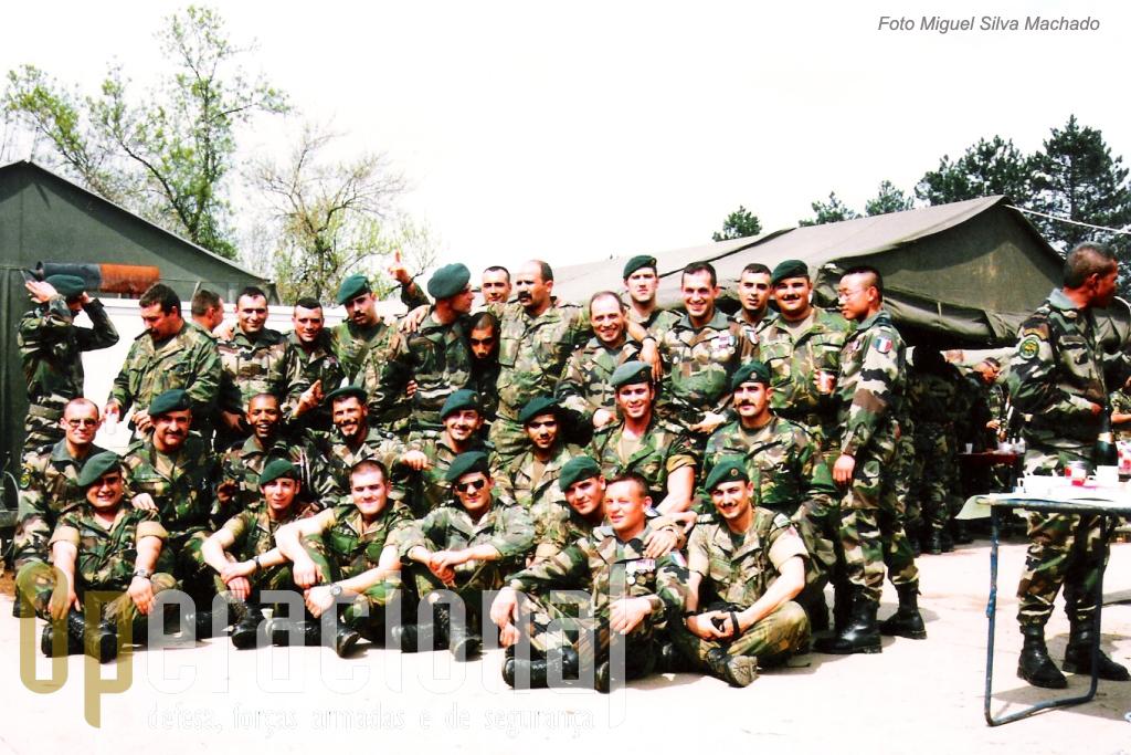 Camerone 1996 chegava o fim. No dia seguinte quem aqui esteve voltava ao dia-a-dia em operações. Para a delegação portuguesa, muitos dos quais iriam permanecer 1 ano da Bósnia, foi um momento de descompressão e de contacto com outra realidade.