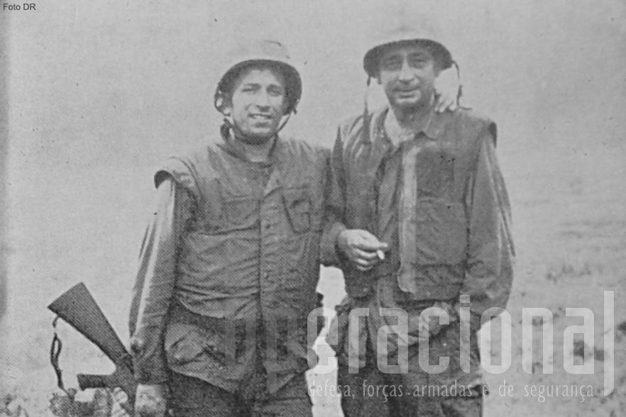 José da Câmara Leme (à direita) no Vietname em 1968, acompanhado por Domingos Pereira um oficial luso-americano.