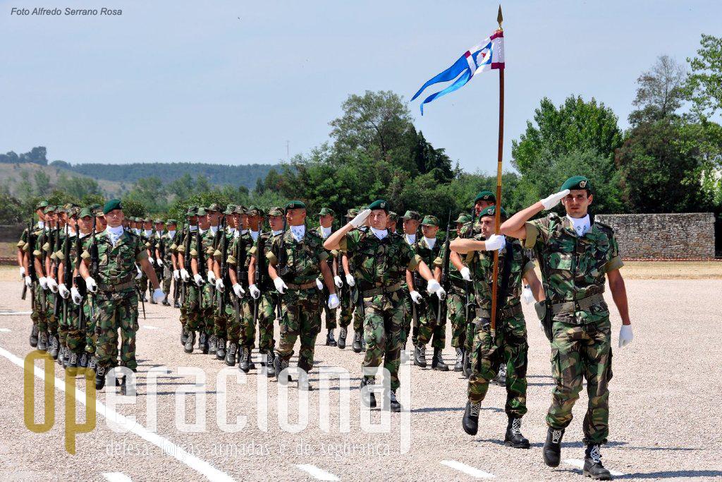 Militares em formação da ETP também participaram na cerimónia militar. Em breve mais umas dezenas de boinas verdes estarão aptos a servir Portugal.