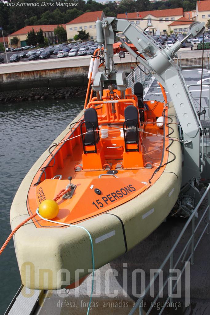 """Uma das principais """"ferramentas"""" do NPO, a semi-rigida de 15 pessoas. Vários países colocam armamento nesta embarcação conferindo-lhe maiores capacidades de intervenção."""
