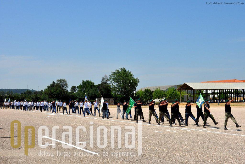 As Associações de Pára-quedistas presentes desfilaram com garbo como é seu timbre!