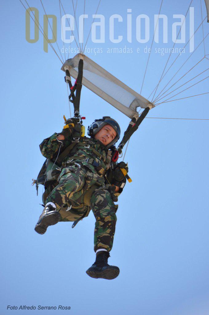 Um Slatador Operacional a Grande Altitude começa a preparar a aterragem na Parada Mota da Costa.