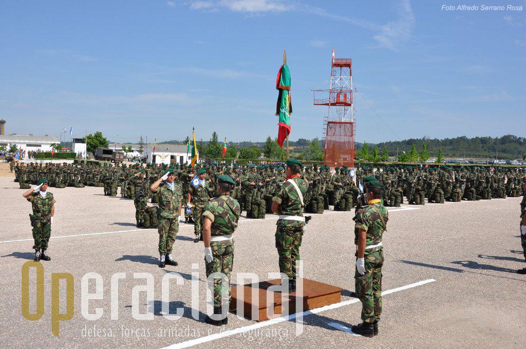A Parada Alferes Pára-quedista Mota da Costa, morto em combate em Angola no dia 8 de Maio de 1961, acolheu este ano o 55.º aniversário da inauguração do Batalhão de Caçadores Pára-quedistas.
