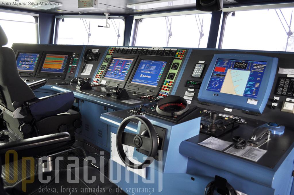 O sistema de comando e controlo e o elevado grau de automação no navio permitem ao navio operar com uma guarnição com metade dos efectivos de uma Corveta.