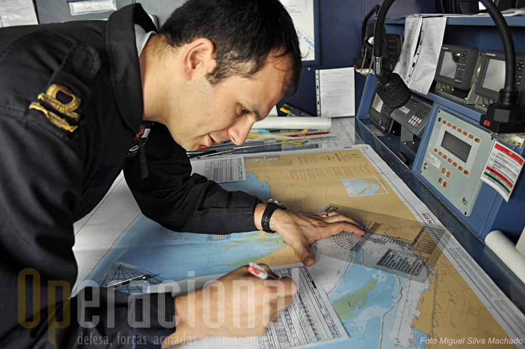 O Tenente Rui Franco, oficial de navegação, estava a preparar o empenhamento no desfile naval do Dia da Marinha e Setúbal.