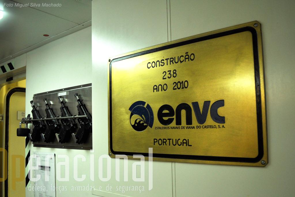 """Os Estaleiros Navais de Viana do Castelo têm aqui a sua """"marca"""". Interessante para Portugal seria que outras marinhas se juntassem à nossa e que o projecto NPO não """"morra"""" com o último navio desta encomenda."""