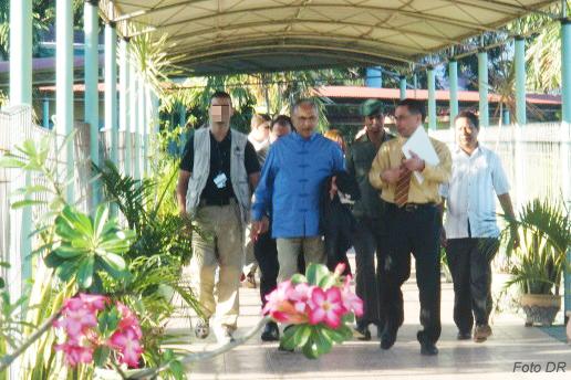 O Soldado GNR Bruno Quintão está hoje em Timor-Leste e aqui, junto ao Presidente Ramos Horta, cumpre mais umas missões para que foi treinado.
