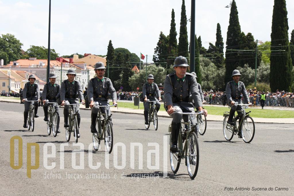 Ainda hoje, a bicicleta é um meio utilizado pelas unidades da «Guarda» no patrulhamento nas zonas de praia e locais de veraneio.