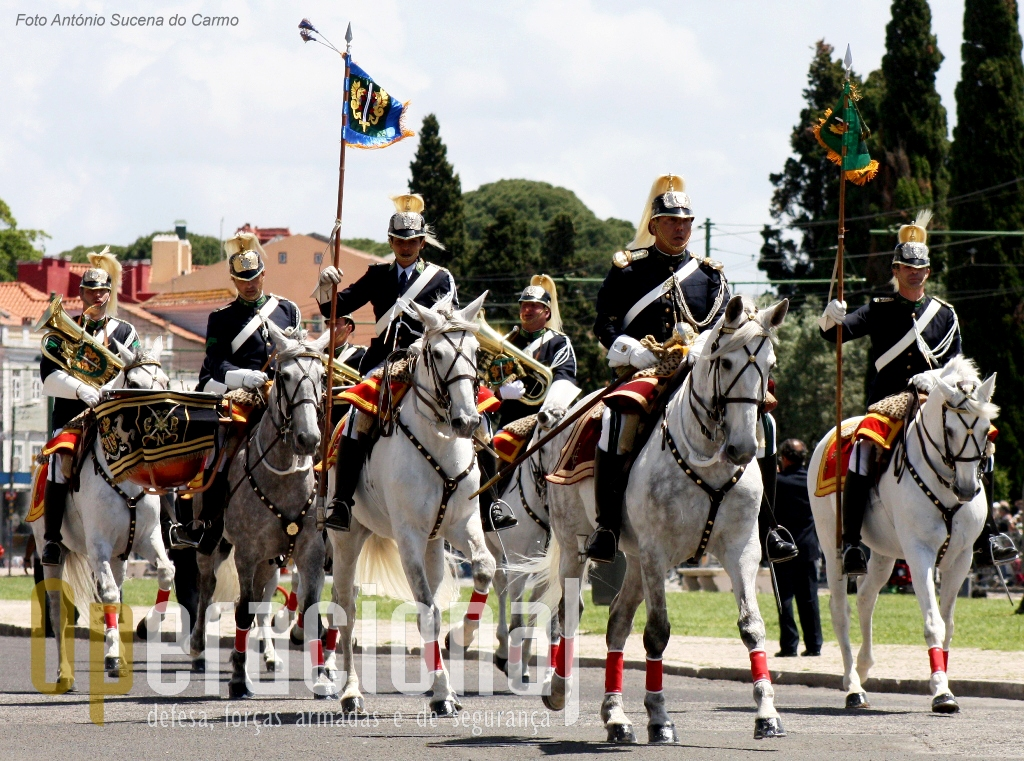 A Charanga a Cavalo, e o Esquadrão Presidencial são subunidades  da Unidade de Segurança e Honras de Estado (USHE).