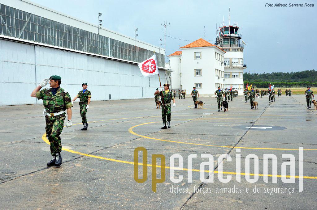A antiga Base Aérea n.º 3, agora Aeródromo Militar de Tancos e comando da Brigada de Racção Rápida, é o quartel da Unidade de Aviação Ligeira do Exército.