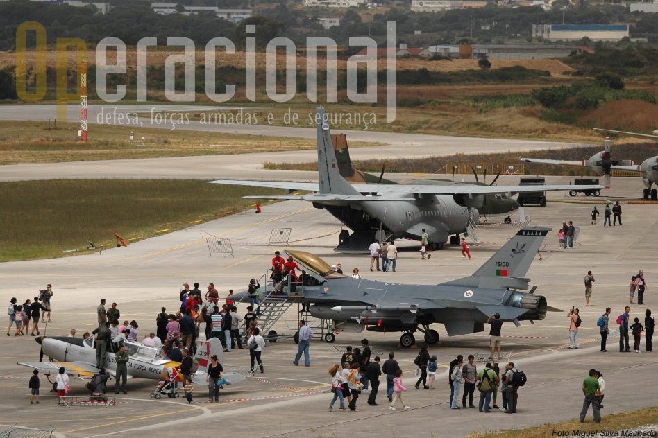 """A BAse Aérea N.º 1 e o Museu do Ar receberam os principais eventos do """"Dia da Força Aérea"""" em 2011."""