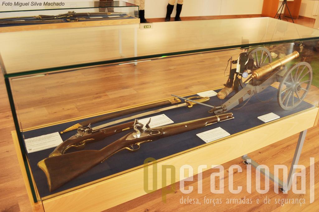Originais ds principais armas de fogo e armas brancas usadas na época e lgumas miniaturas de armamento pesado também estão disponiveis.