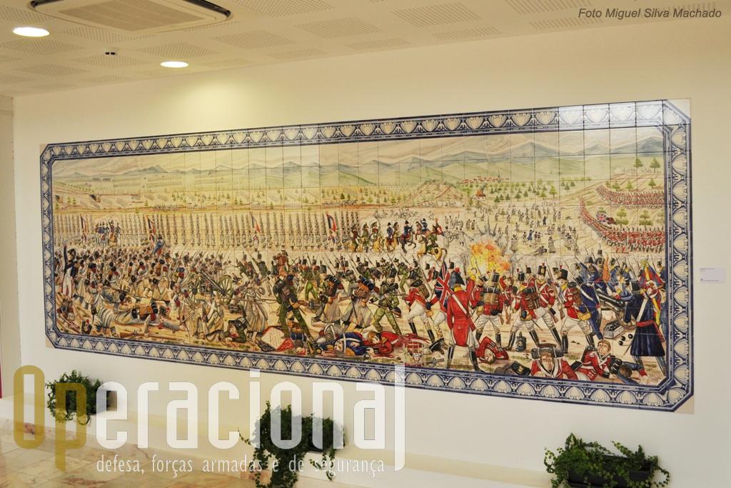 Do mesmo auto, no piso inferior do Centro, um monuental painel de azulejos com uma intrepretação da Batalha do Vimeiro