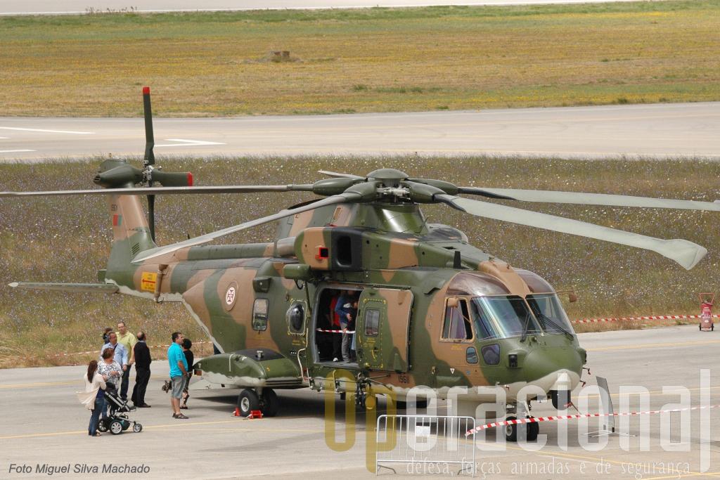 Os Agusta-Westland EH-101 Merlin operando no Continente e Arquipélagos tem demostrado as suas capacidades efectuando regularmente missões de Busca e Salvamento no Mar e sendo em paralelo usados em missões t
