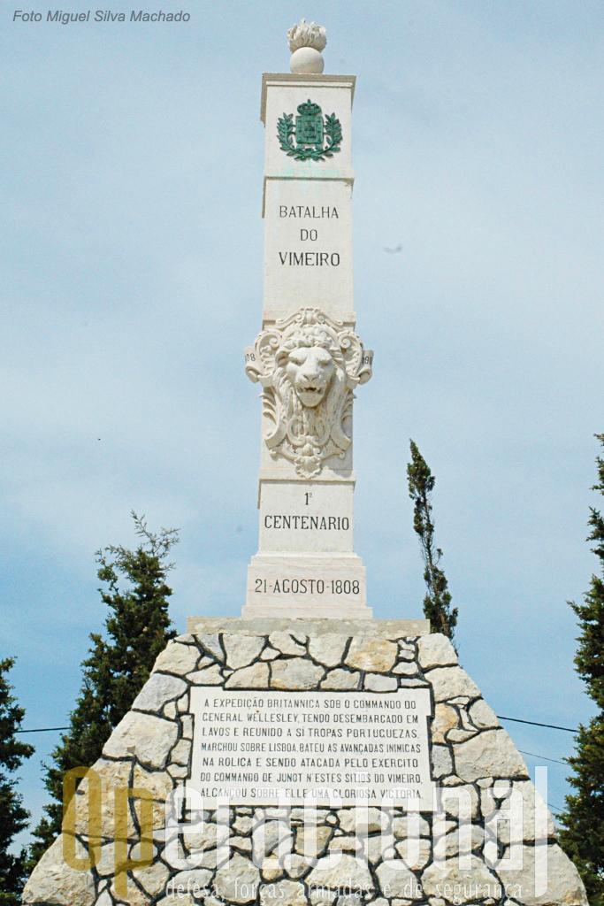 Monumento comemorativo do centenário da batalha, implantado no cimo da colina do Vimeiro, junto onde hoje está o Centro de Interpretação.