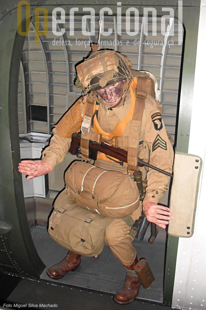 Páraquedista americano em 1944. O assalto Aliado à Normandia, que também conduziria à libertação da Bélgica, está muito presente no museu.