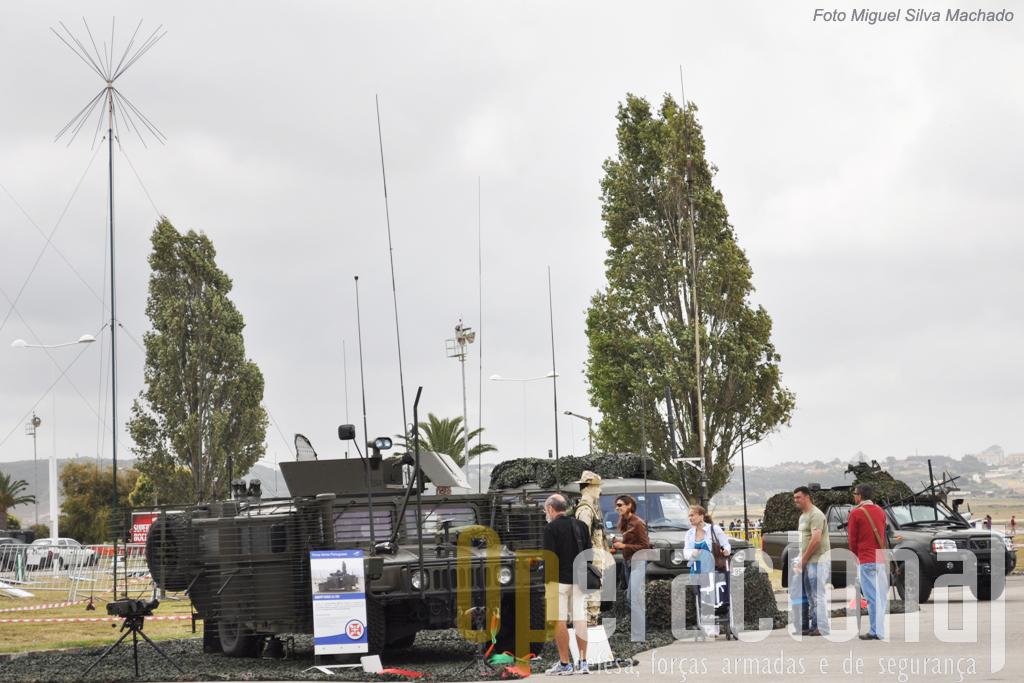 """As viaturas usadas pelas comunicações tácticas da Força Aérea e pelos Grupos de Controlo Aéreo Táctico (nomeadamente no Afeganistão) estiveram disponiveis para serem vistas """"em detalhe""""."""