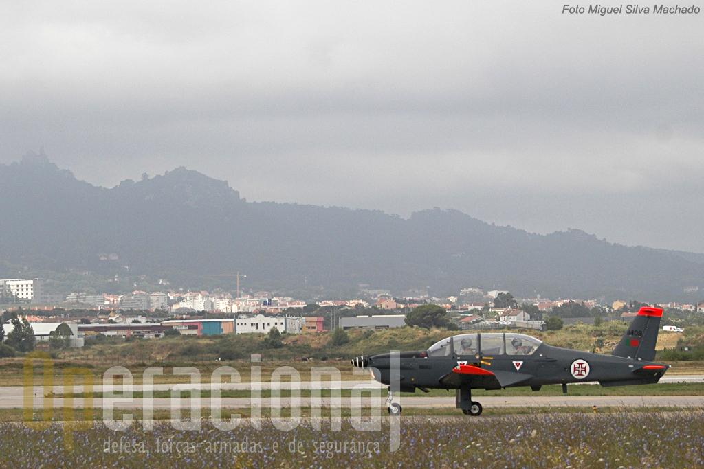 No Domingo de manhã as condições atmosféricas em Sintra rapidamente terminaram com a pouca actividade aérea prevista.