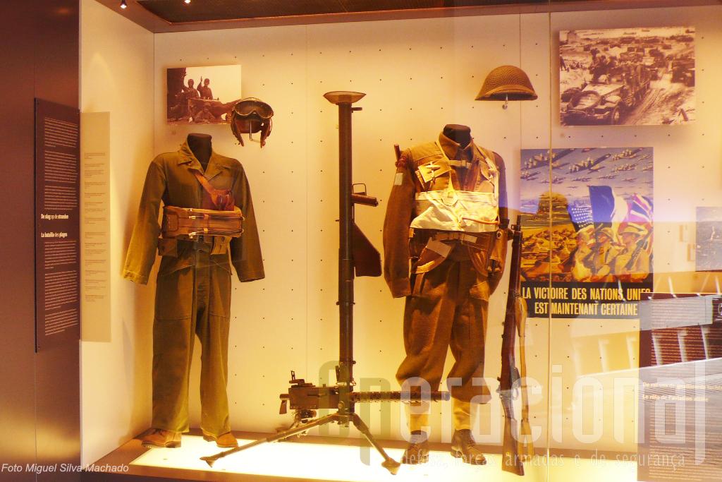 ...com repesentações de várias fases do desembarque e a presença de Aliados...