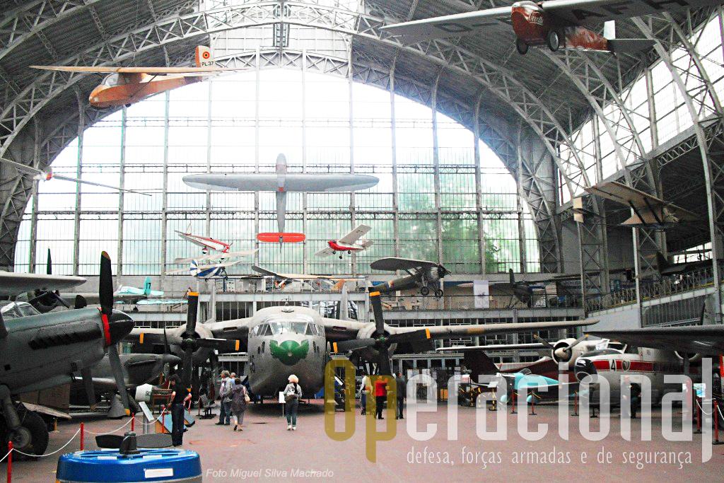 ..com aeronavesque estiveram em uso na Bélgica mas algumas outras que não como várias provenientes dos países do Pacto de Varsóvia...