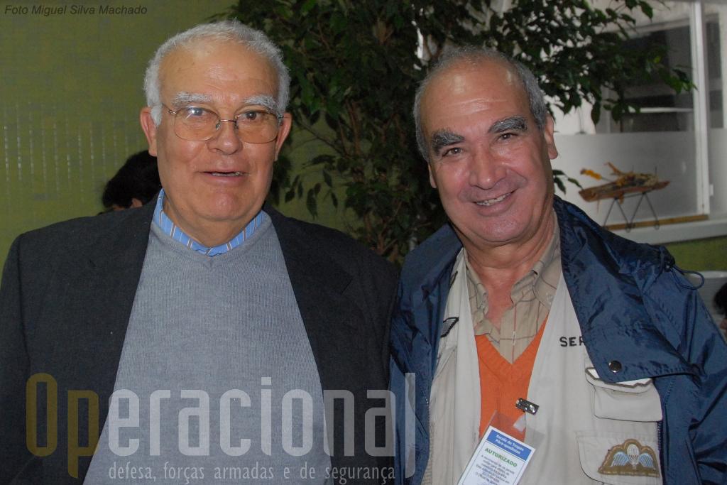 Duas gerações de fotógrafos ar-ar em queda-livre: João lemos Costa (à esquerda) e Alfredo SerranoRosa, na Escola de Tropas Pára-quedistas em 2008.