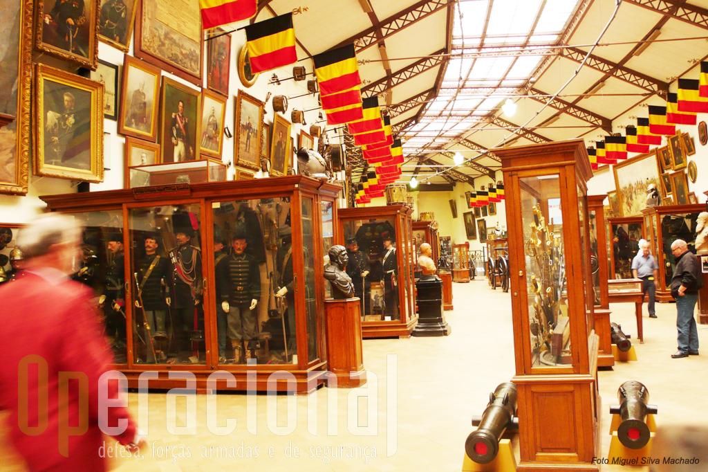 """...e está recheada de peças expostas propositadamente """"à moda antiga"""". Um museu dentro do museu, para o visitante ver não só o conteudo mas uma forma de expor que...é história."""