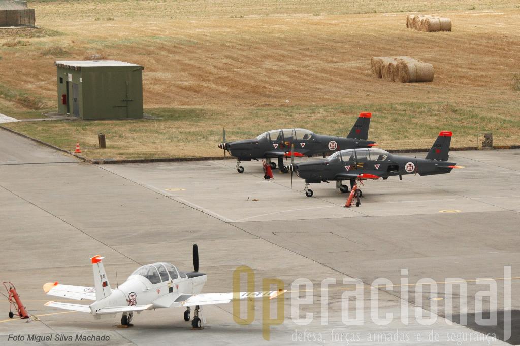 """A Esquadra 101 - """"Roncos"""" e os seus Aerospatiale Epsilon-TB 30 estão sediados na Granja do Marquês, junto á Academia da Força Aérea e ao Museu do Ar."""