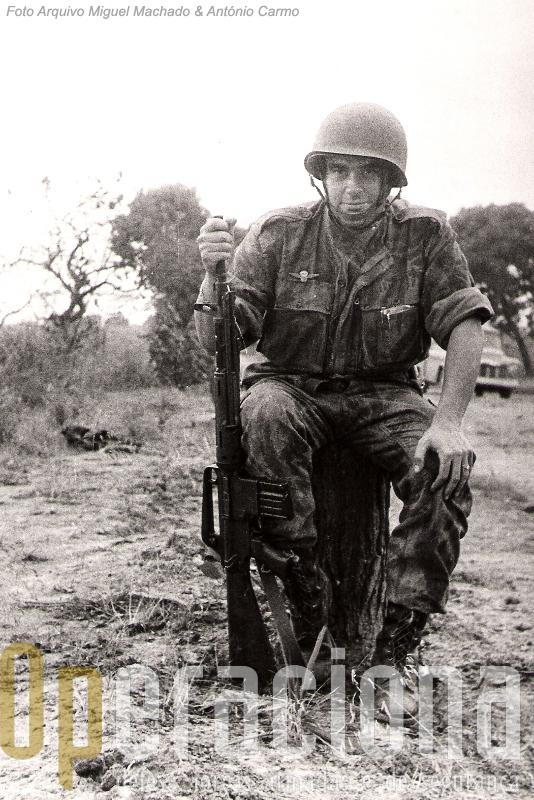 Angola 1961. Lemos Costa, comandante de pelotão, esteve entre os primeiros que rumaram ao Norte da Provincia para expulsar os terroristas.
