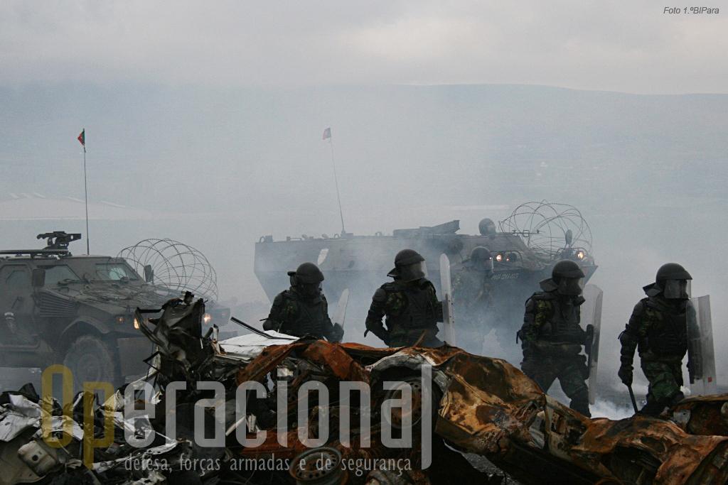 A situação no Kosovo pode evoluir muito rapidamente da mais perfeita normalidade aos confrontos violentos. Os batalhões portugueses têm de estar prontos para responder num curto espaço de tempo.
