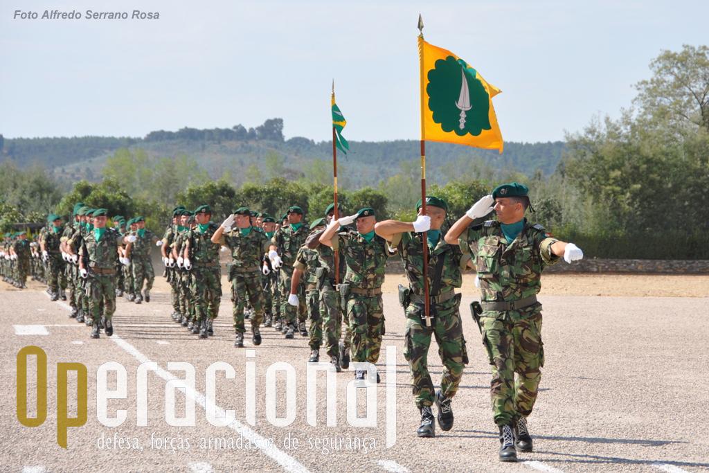 O 1.º Batalhão de Infantaria Pára-quedista sob o comando do Tenente-Coronel Pára-quedista Hilário Peixeiro.