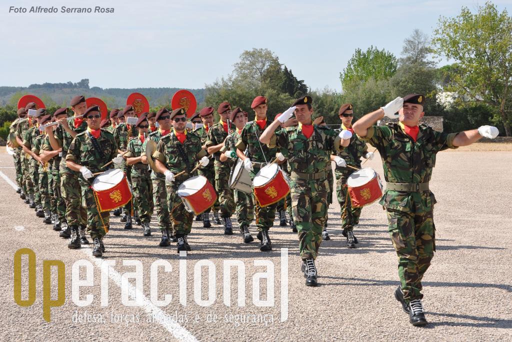 A Banda do Exército chefiada pelo Sargento-Chefe José Ferreira.