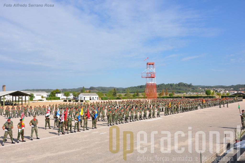 As forças em parada estavam constituídas por: Banda e Fanfarra do Exército; Bloco de Estandartes Heráldicos das unidades da brigada; um Batalhão com várias componentes da brigada (1 pelotão do Elemento de Defesa NBQ ; 1 Pelotão do Esquadrão de Reconhecimento; 1 Pelotão da Companhia de Engenharia; 1 Secção da Bateria de Artilharia Anti-Aérea; 1 Secção da Companhia de Transmissões; 1 Secção da Companhia de Comando e Serviços); Grupo de Artilharia de Campanha; Batalhão de Comandos; Forças de Operações Especiais; 1.º Batallhão de Infantaria Pára-quedista. O 2.ºBIPara desfilaria depois mas não integrou a formatura.