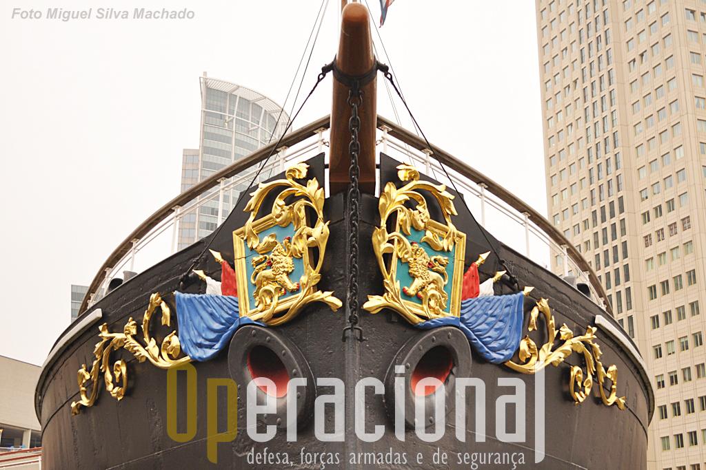 O Museu Maritimo de Roterdão preserva hoje este que foi um dos primeiros navios militares exclusivamente movido a vapor.