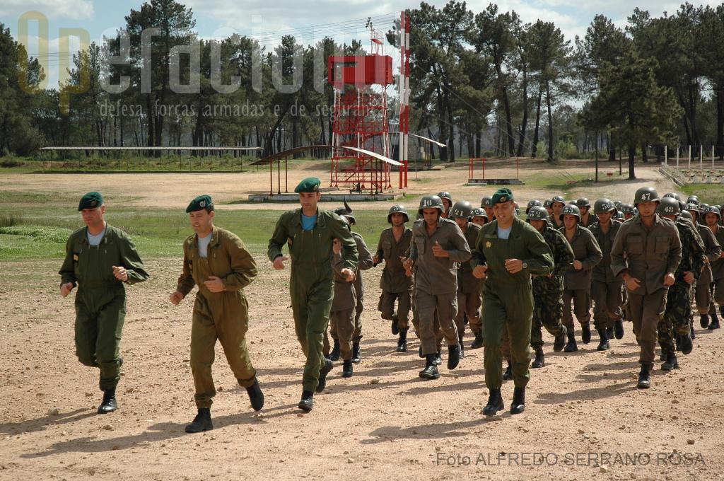 No Curso de Paraquedismo militar, o comando é exercido pelo exemplo.