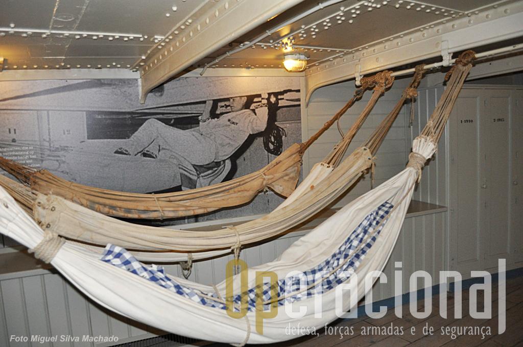 As redes apenas eram usadas para dormir e durante o dia estavam recolhidas. Nesta época não havia exactamente camaratas a bordo as redes estavam em vários locais.