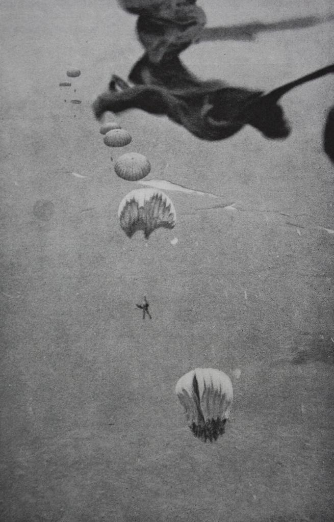 11AGO61: por volta das 12 horas, as silhuetas das calotes do T-10 erguem-se nos céus de Quipedro. A esperança da vitória é agora uma certeza.