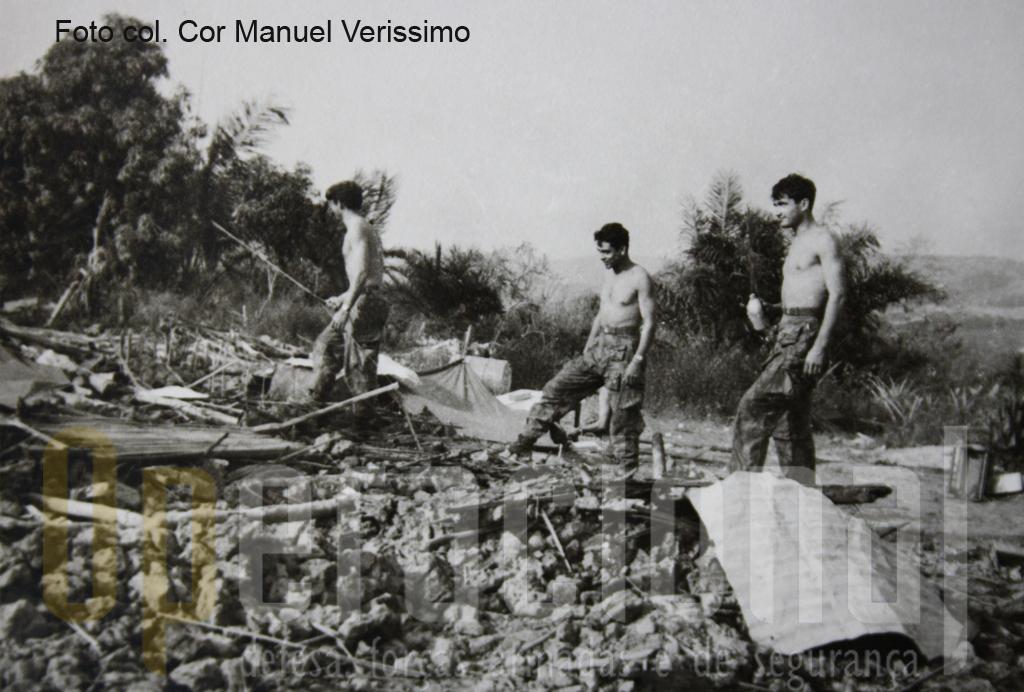 Militares pára-quedistas limpam o terreno e constroem,num tempo recorde, uma pista improvisada de aviação que carinhosamente é baptizada de «QUI-PÁRAS».