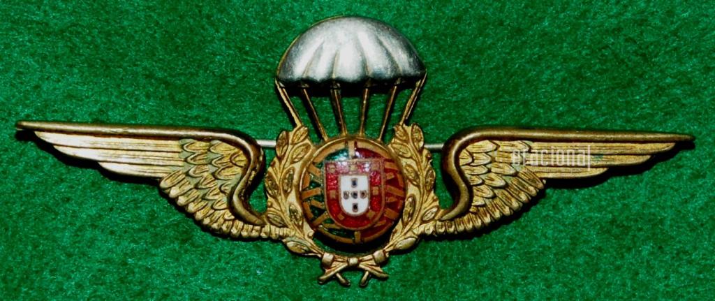 1961: distintivo oficial de qualificação pára-quedista. (Col. Sucena do Carmo)