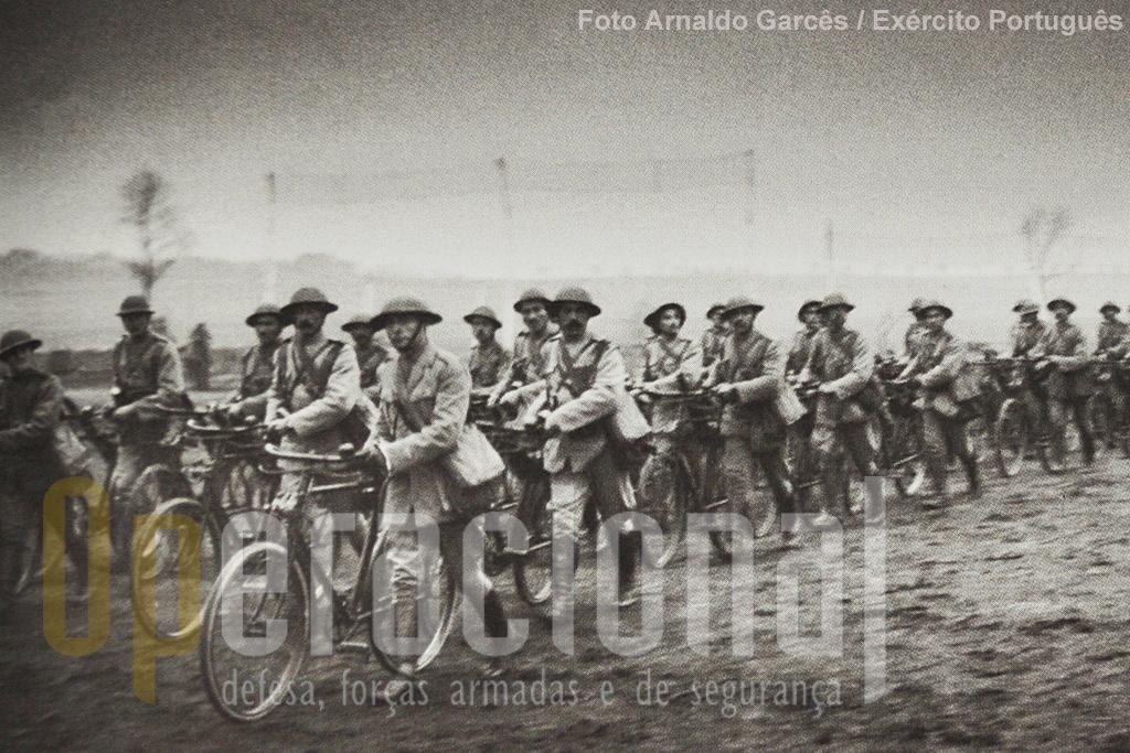 Ciclistas do Corpo Expedicionário Português.