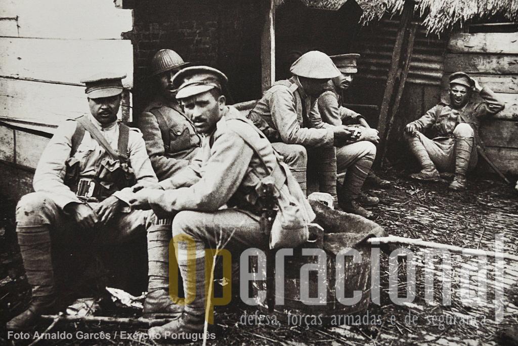 Esta foto tem mais de 90 anos e transporta-nos para um dos piores campos de batalha de então. Hoje, é bom não esquecer, há portugueses no pior campo de batalha da actualidade.
